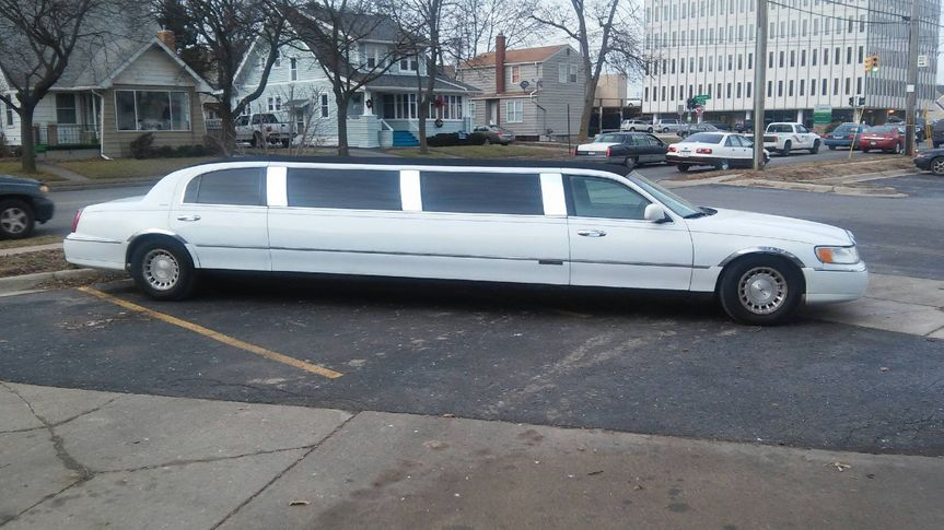vip limo full side view