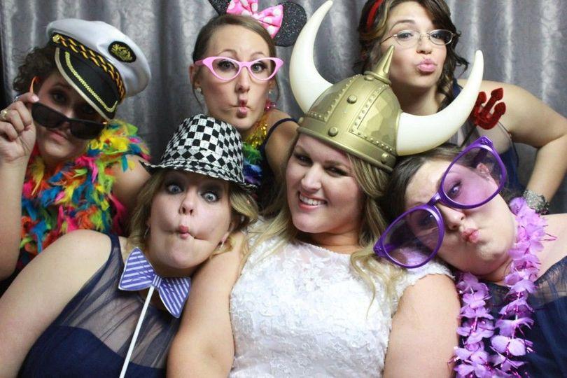 d5375123d26fde5c Bride with friends