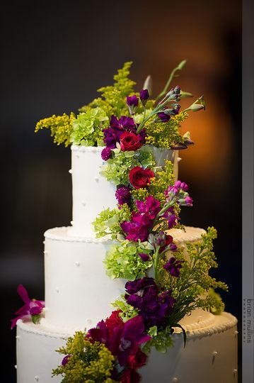 Flower decorations on wedding cake