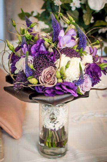 Table floral centerpiece
