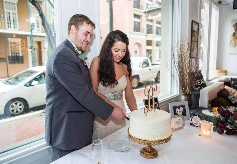 Cutting the cake - Jasmine White Photography