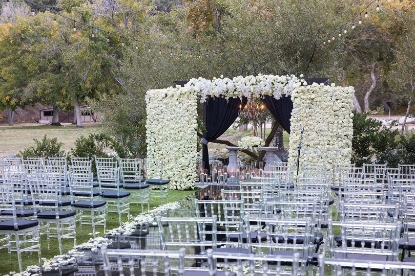 Elegant ceremony in the woods