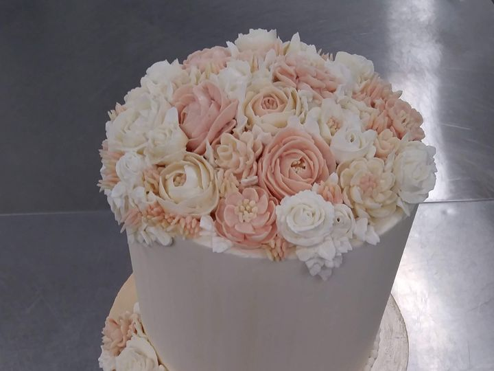 Tmx Three Tier Cake With Gold Layer And Buttercream Flowers 51 1000903 Portland, OR wedding cake