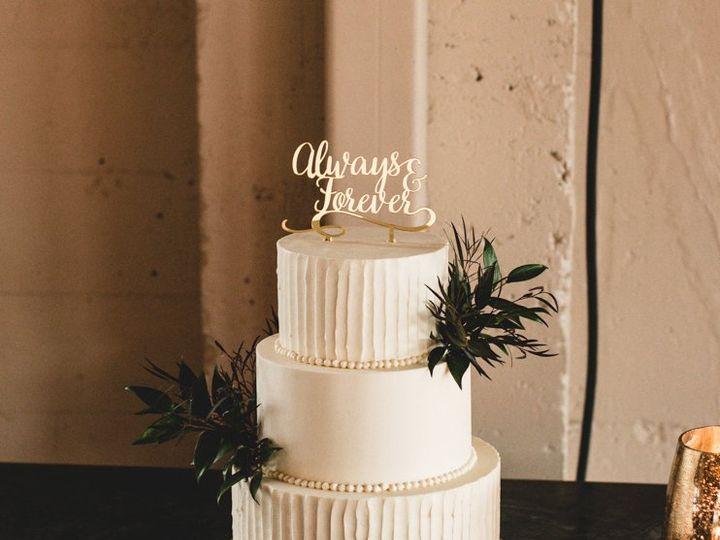 Tmx Three Tier With Verticle Ridge Texture 51 1000903 Portland, OR wedding cake