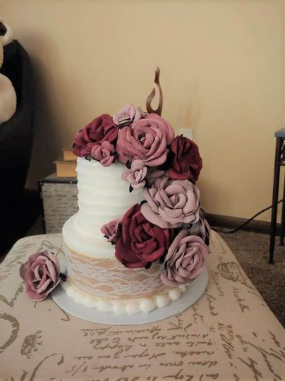 Leather roses on cake