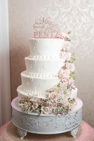Wedding cake | Photo by Tori Petrillo Photography