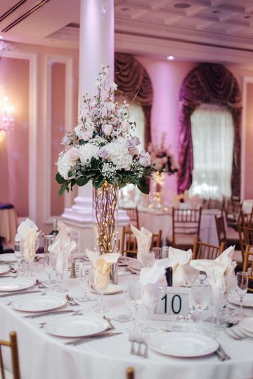 White linens | Photo by Joy Masi Photography