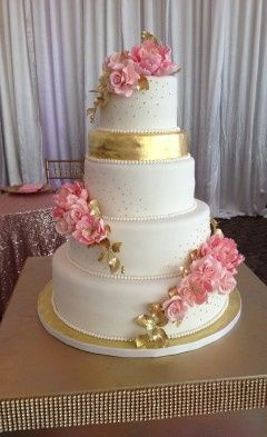 Sugar flowers in gold and pink