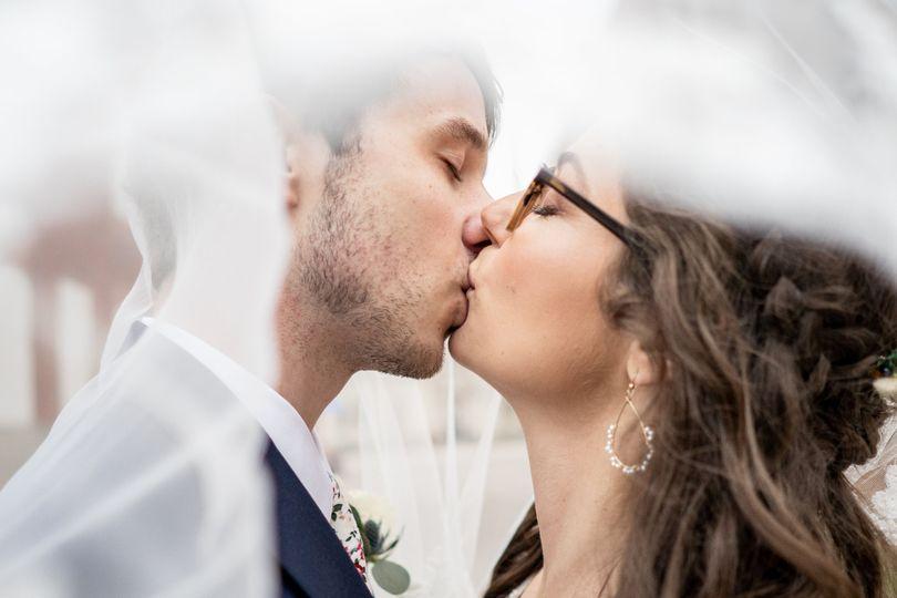 First Look kiss VLM