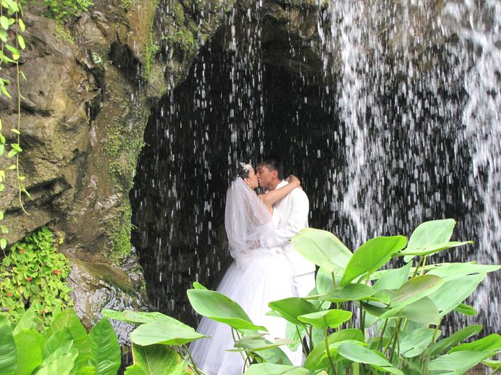 wedding couple in cave
