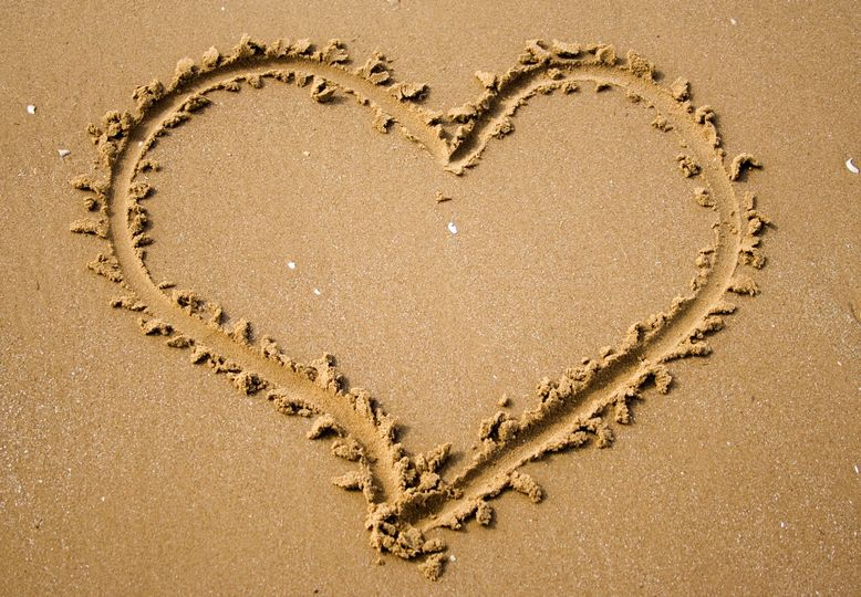 heart i n sand