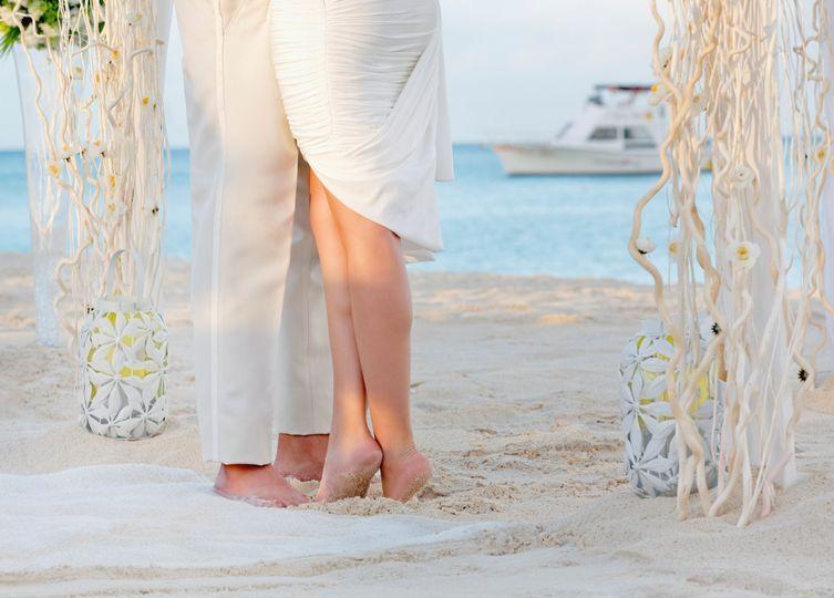 5b39713a5874599b ARUBA P285 Wedding Couple Detail