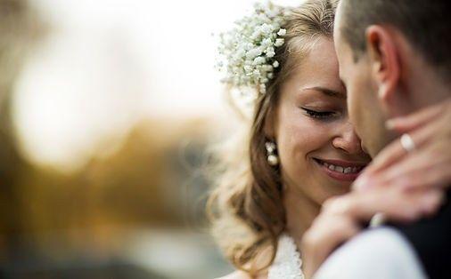 couple wedding 51 1884013 1569627127