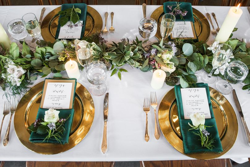 Just one way to set up a wedding table for your guests.  Love the centerpiece by Elegant Lotus...