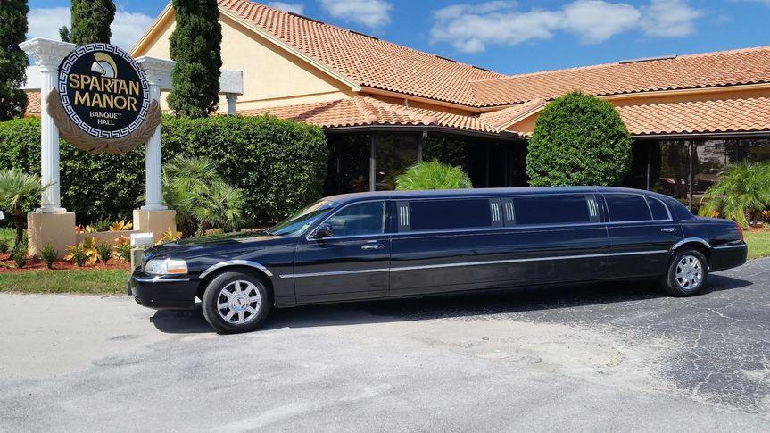 black 10 passenger limo