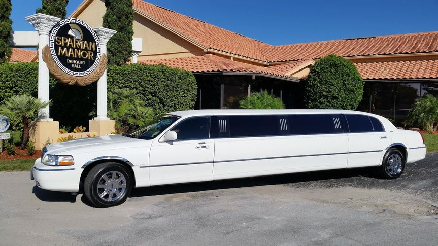 white 10 passenger limo