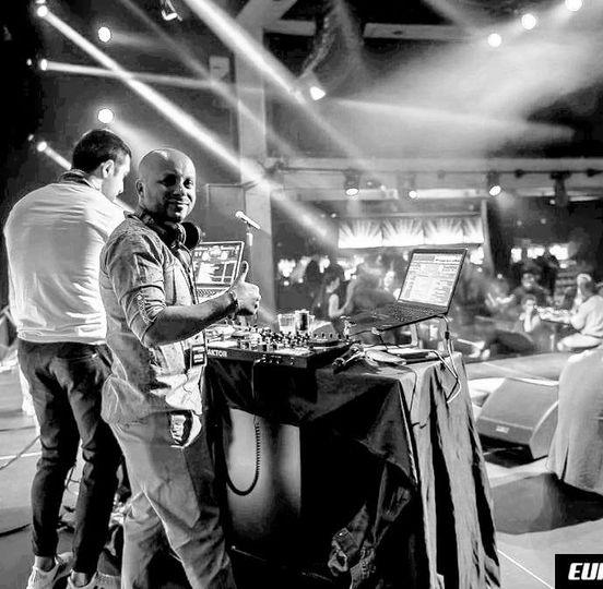DJ on the loop