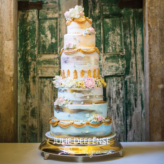 Wedding cake with blue and gold details