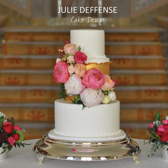 Wedding cake withgold later