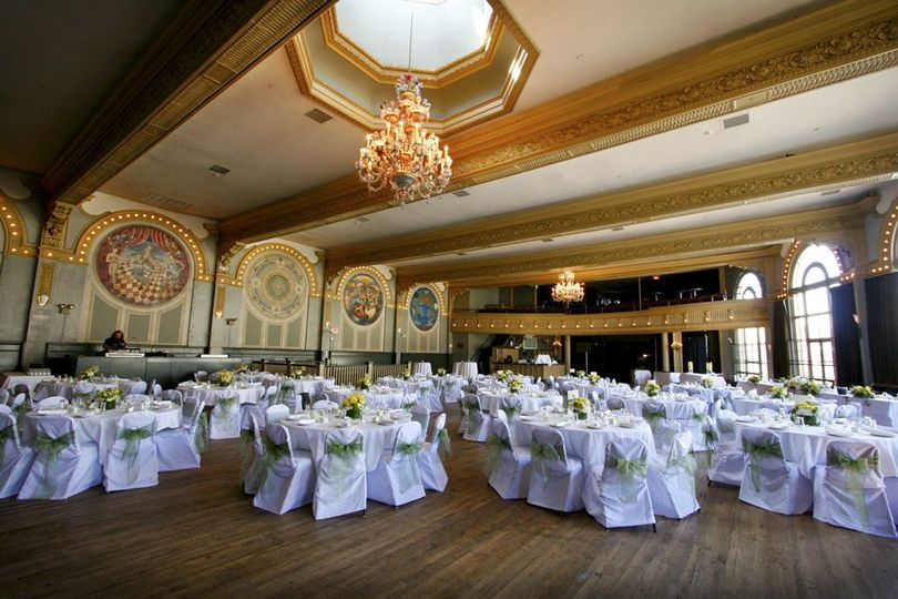Mcmenamins crystal hotel ballroom venue portland or weddingwire 800x800 1350599384909 mg0013 junglespirit Gallery