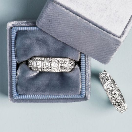 Diamond rings in box