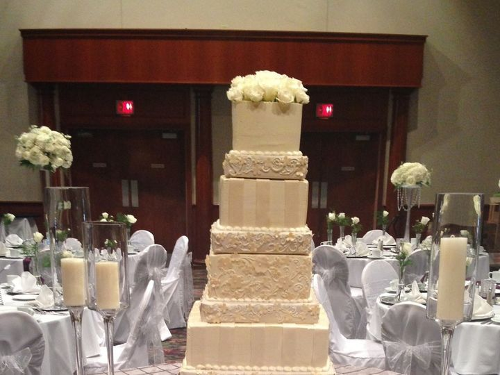 Tmx 1415976265387 Wedding Cake 5 Tier 09.20.2014 Milwaukee, Wisconsin wedding cake