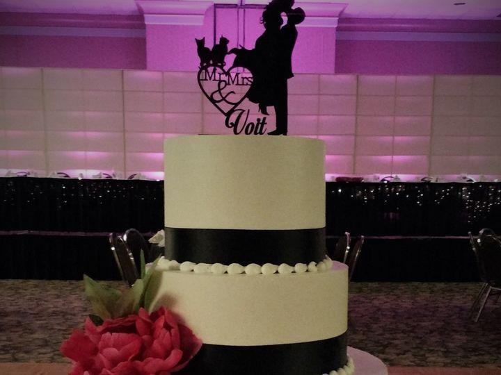 Tmx 1516847842 D079eab65e5a4dc2 1516847840 Ddd1a8b63d8f69da 1516847899451 5 IMG 20161112 12305 Milwaukee, Wisconsin wedding cake