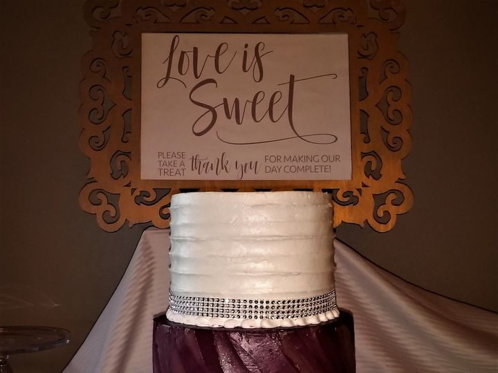 Tmx 1516847909 F000b28eacbc822e 1516847906 9f3772914569ff5d 1516847964173 11 IMG 20170401 1252 Milwaukee, Wisconsin wedding cake