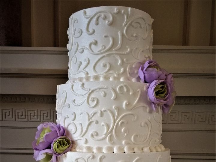 Tmx 1516847920 C75ee5b8780bfb84 1516847918 677af81a3ae47eaf 1516847976423 12 IMG 20170506 1441 Milwaukee, Wisconsin wedding cake
