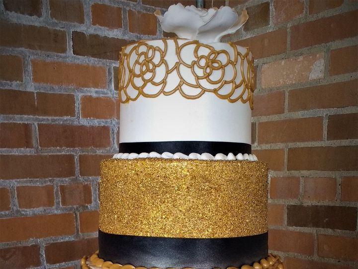 Tmx 1516847961 677422abb6e068e1 1516847958 2969a6d1f825e8da 1516848016036 16 IMG 20170618 1302 Milwaukee, Wisconsin wedding cake