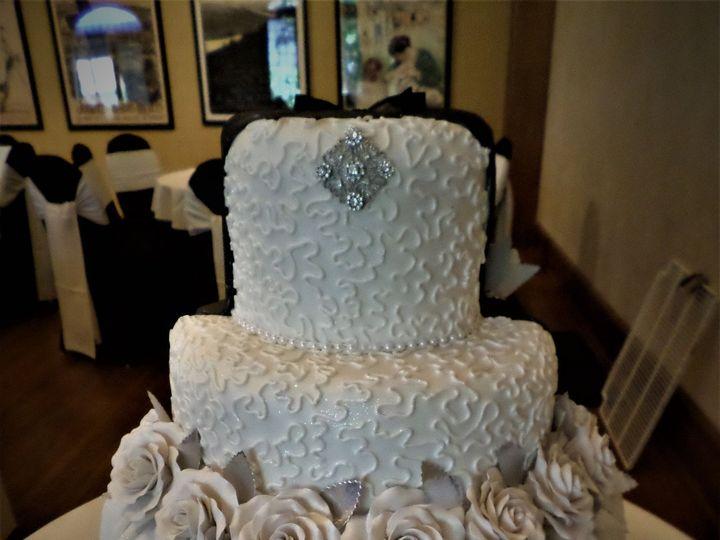 Tmx 1516848080 F7facfb80d1d1e50 1516848076 88b933c034340f31 1516848135621 23 SAM 0715 Milwaukee, Wisconsin wedding cake