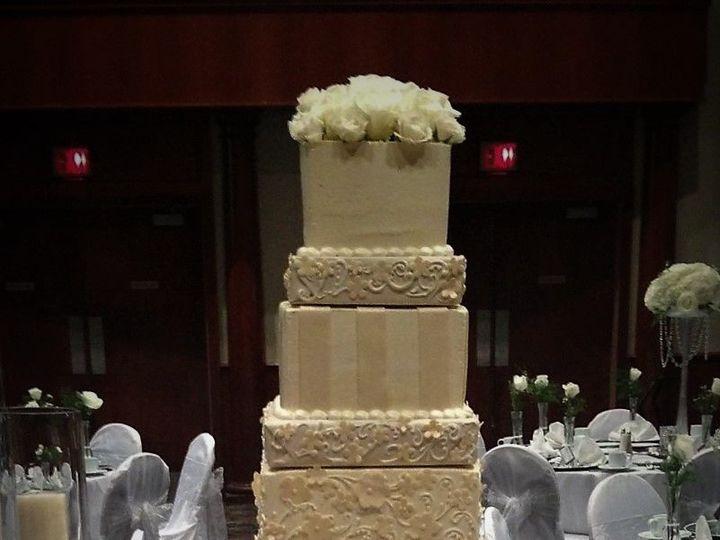 Tmx 1516848090 9bdb02c9dac465c9 1516848089 48097b8a4f2b26be 1516848150140 24 Wedding Cake 5 Ti Milwaukee, Wisconsin wedding cake
