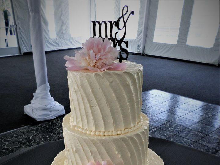 Tmx 1516848120 Dfd32824ec542f6d 1516848117 03076a1ff1fb15af 1516848175038 27 WEDDINGCAKE  29 1 Milwaukee, Wisconsin wedding cake