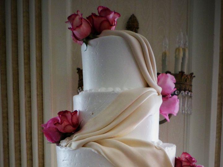Tmx 1516848175 F671adba9729f9c3 1516848173 C5b2179e9a8ec66c 1516848232073 31 Weddingcake 109 2 Milwaukee, Wisconsin wedding cake