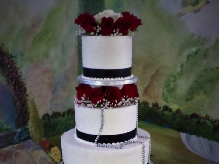 Tmx 1516889235 36c9186b606aa3c5 1516889233 5d892f8e286d13a4 1516889293477 7 WEDDINGCAKE  62 20 Milwaukee, Wisconsin wedding cake
