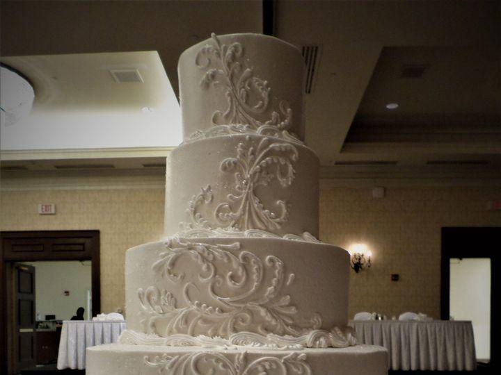 Tmx 1516889251 B13b2abe2a9a2607 1516889249 A734234b9e558292 1516889308505 8 WEDDINGCAKE  85 20 Milwaukee, Wisconsin wedding cake