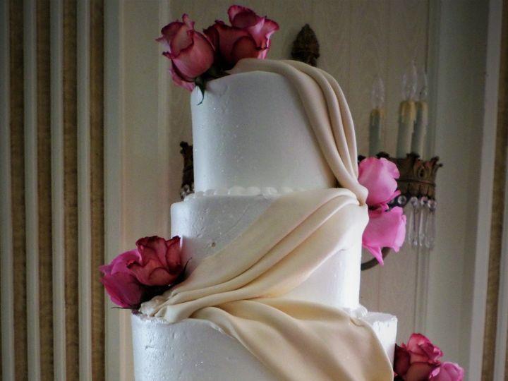 Tmx 1516889281 B55c365639b7015e 1516889278 F01a18c27cea4176 1516889338662 10 Weddingcake 109 2 Milwaukee, Wisconsin wedding cake