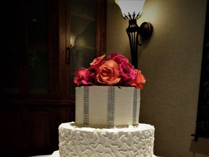 Tmx 1516889293 E389ddd8815426c6 1516889291 A329ebf49b7c8b30 1516889350731 11 Weddingcake 121 1 Milwaukee, Wisconsin wedding cake