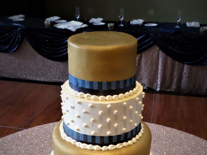 Tmx 1516889413 Cb9d5fabe9dbfa58 1516889410 607a034b70cedc73 1516889471255 22 SAM 1596 Milwaukee, Wisconsin wedding cake