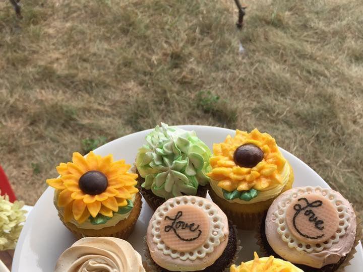 Tmx 1516270580 4391399ad229d3b1 1516270579 Bbb4785205f128de 1516270581455 5 Sunflower Cupcakes Contoocook wedding cake