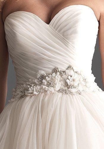Simple wedding dress with waist design