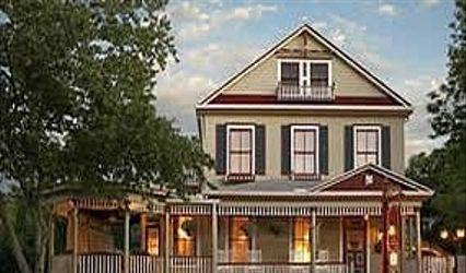 Cedar House Inn Victorian Bed & Breakfast