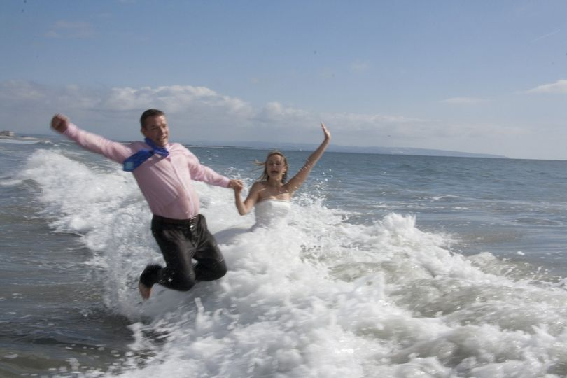 Couple taking plunge