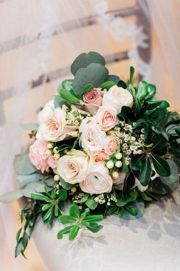 Blush bouquet | Yasmin Alesia Photography