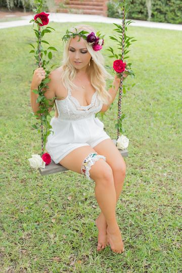 Bride on the swing | Logan Rose Photography