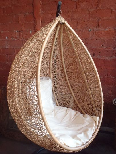 Woven Capsule with Cushions