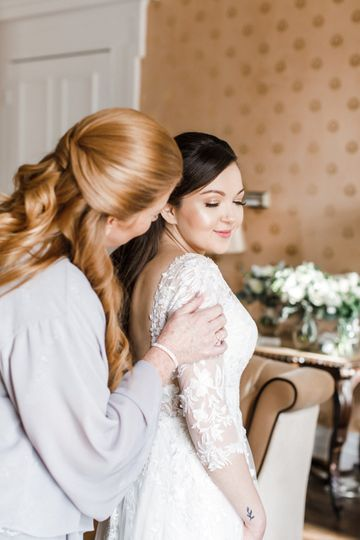 Bride and mom sharing a moment
