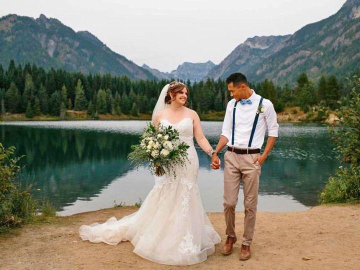 Tmx Janell And Huby Walking 51 1276513 159979503522490 Seattle, WA wedding beauty