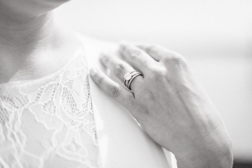 Ring black and white
