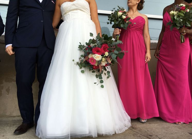 Couples with their bridal party